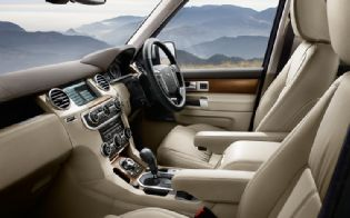 2010-land-rover-lr4-interior