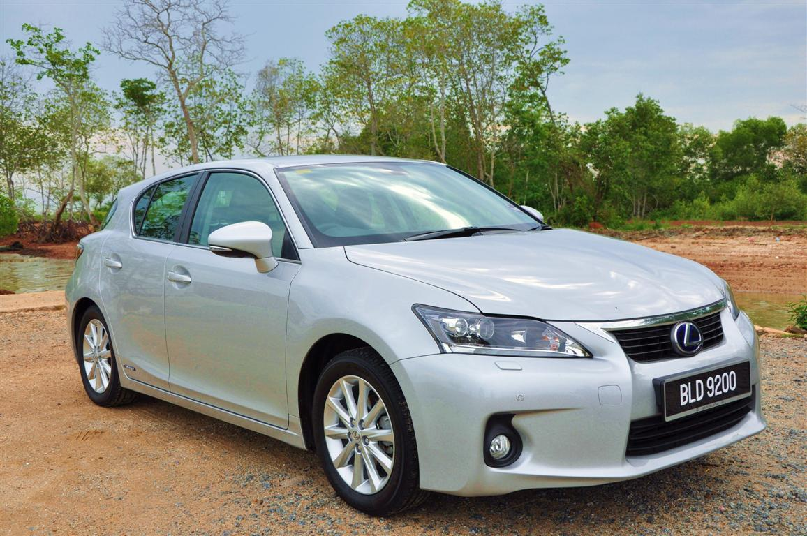 Review 2011 lexus ct200h luxury sporty hybrid sophistication here we have the baby lexus ct200h luxury model ct for comfort touring and h for hybrid that had its debut at the 2010 new york auto show and has just publicscrutiny Images