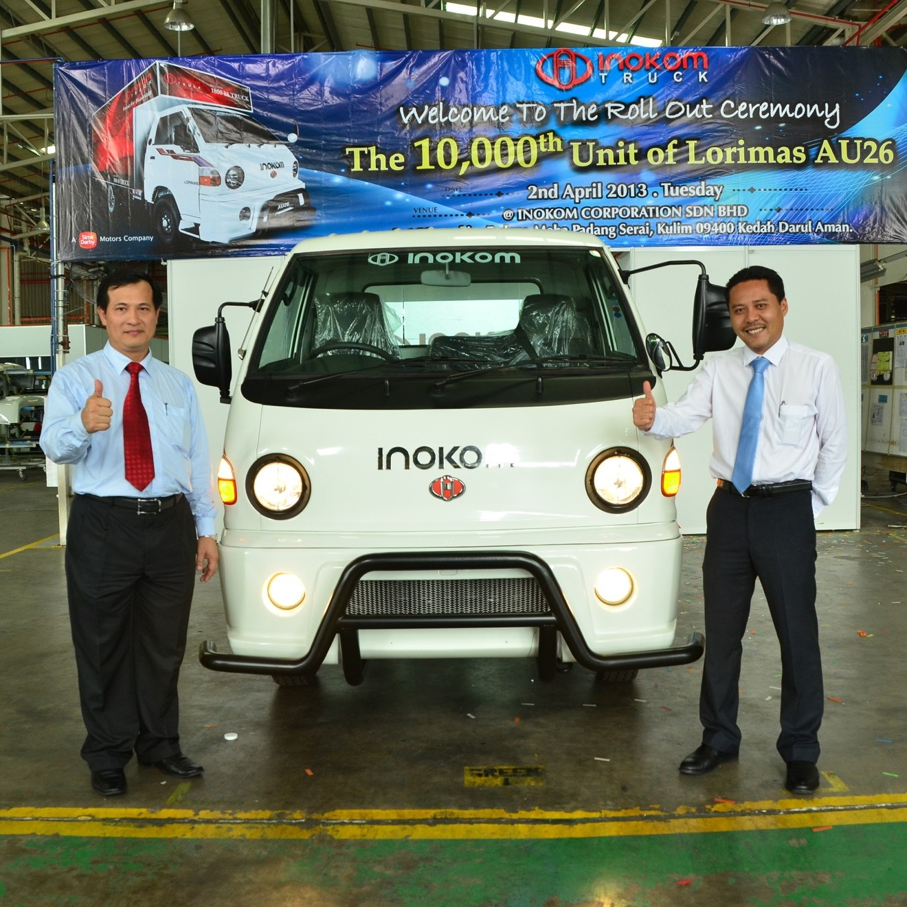 Lorimas AU26 Rollout - 2 - Head of Commercial Vehicle Operations HSDM, Ng Lian Bee and Managing Director, Mohd Rizal Jailan