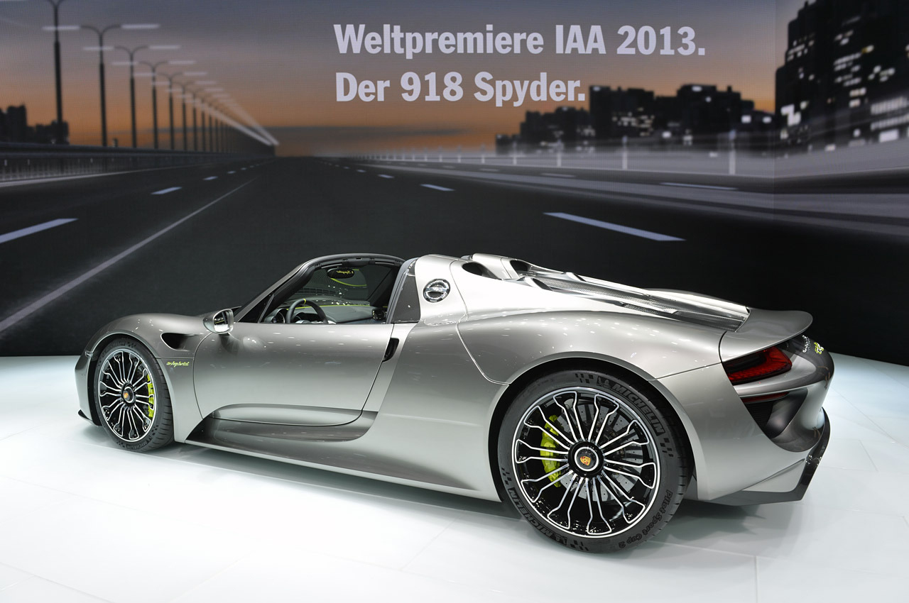 frankfurt debutant 2015 porsche 918 spyder breaks. Black Bedroom Furniture Sets. Home Design Ideas