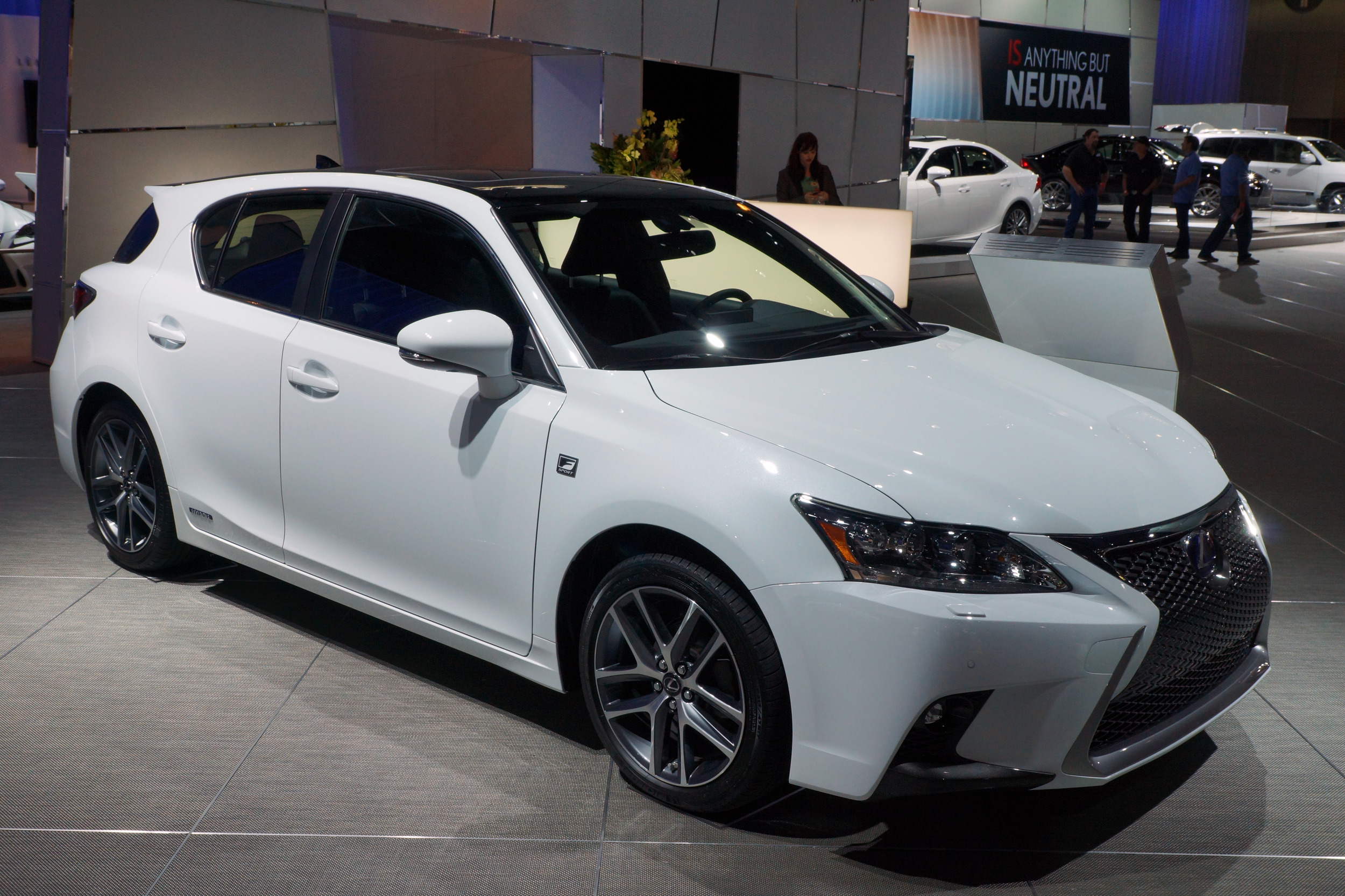 Lexus Unveils Facelifted 2014 CT 200h pact Luxury Hybrid