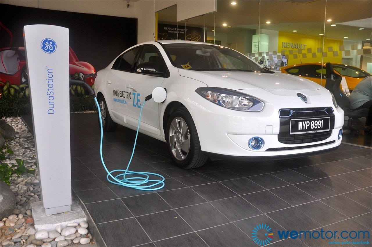 review renault fluence ze fully electric vehicle. Black Bedroom Furniture Sets. Home Design Ideas