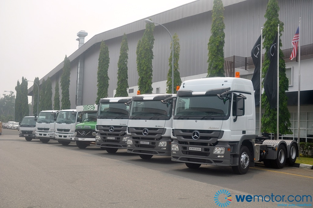 Mercedes benz malaysia rolls out its 25 000th commercial for Mercedes benz commercial trucks