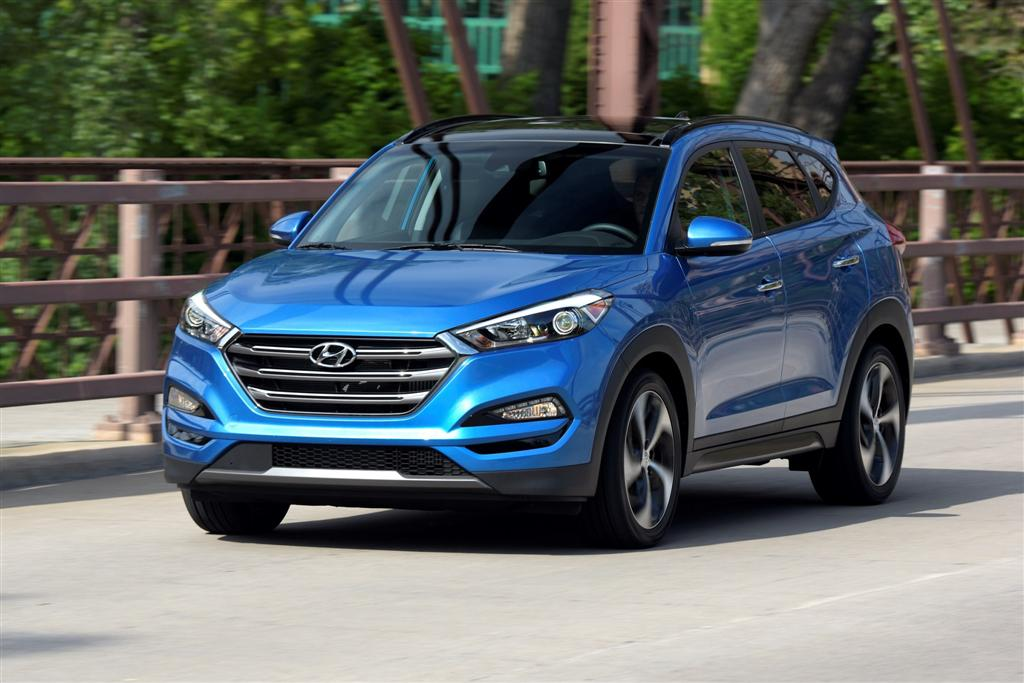 hyundai genesis and tucson earn iihs top safety pick awards. Black Bedroom Furniture Sets. Home Design Ideas