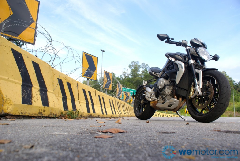 MV Augusta Brutale 800 Dragster Review 20